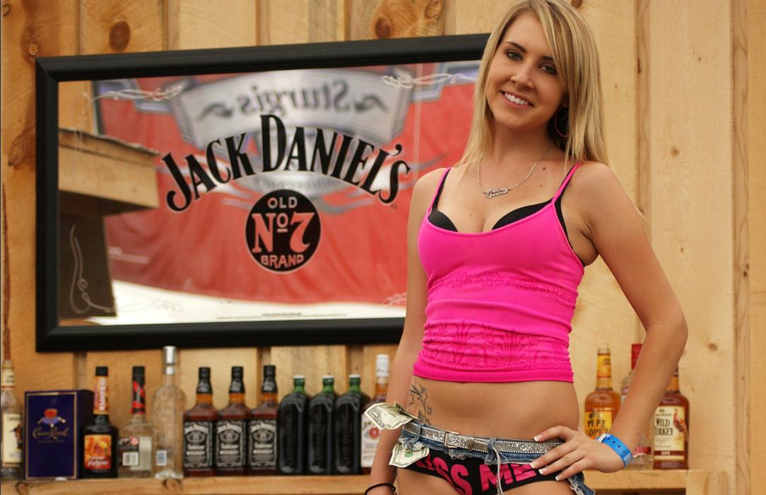 Девушка-бармен: почему она тебе не нужна?