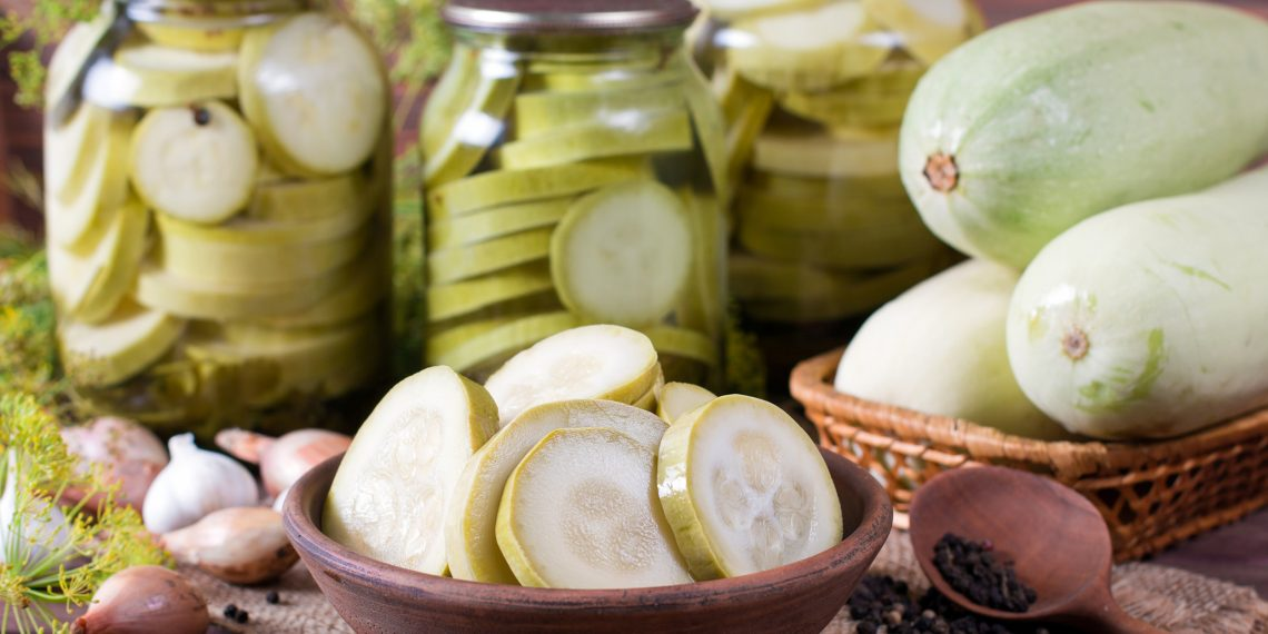 Кабачки с чесноком на зиму — две самых вкусных заготовки