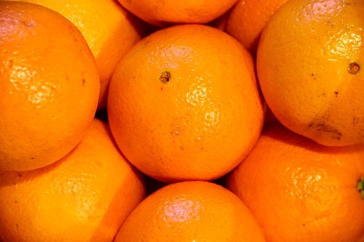 Бабушка и апельсины.