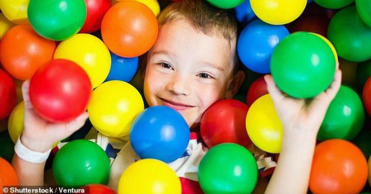 Детские площадки с шариками содержат десятки опасных бактерий: их же никто не моет!
