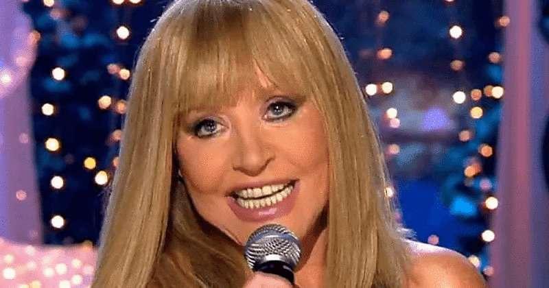 «Отработала концерт на завить злопыхателям!»: пела «живьем», просила здоровья и вызвала на сцену Волочкову со шпагатом