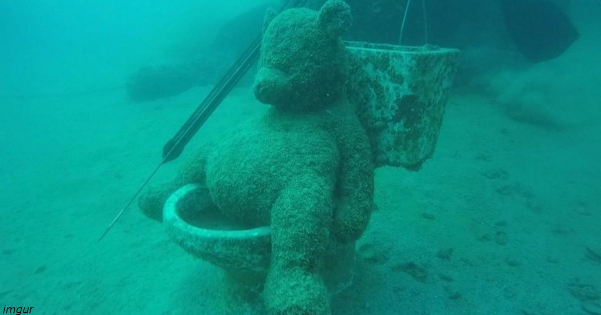 25 самых странных вещей, которые находятся на морском дне