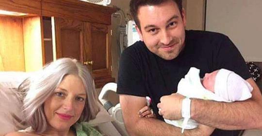 Муж сделал снимок новорожденной дочки и жены, а через 8 часов женщина умерла, став донором для 50 человек!