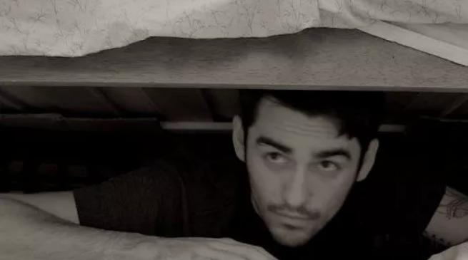 А я у них под кроватью…