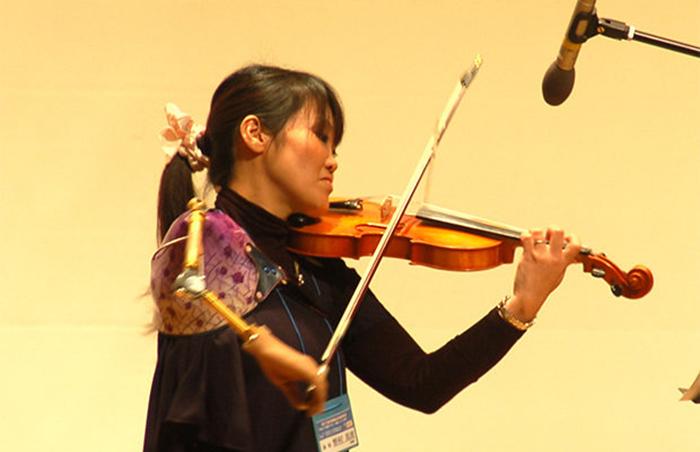 Эта девушка играет протезом на скрипке так, что дух захватывает!