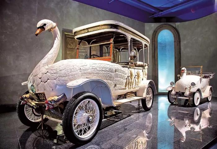 Автомобиль, который вызывал панику. В Индии сделали реконструкцию машины лебедя, пугавшей людей на улицах 100 лет назад