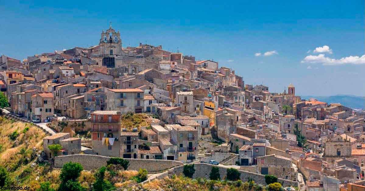 На Сицилии продают дома по  - и вы можете купить один из них