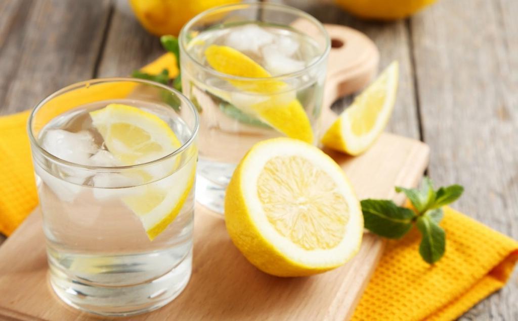 Что произойдет с телом человека, если пить лимонную воду семь дней подряд (ответ экспертов)