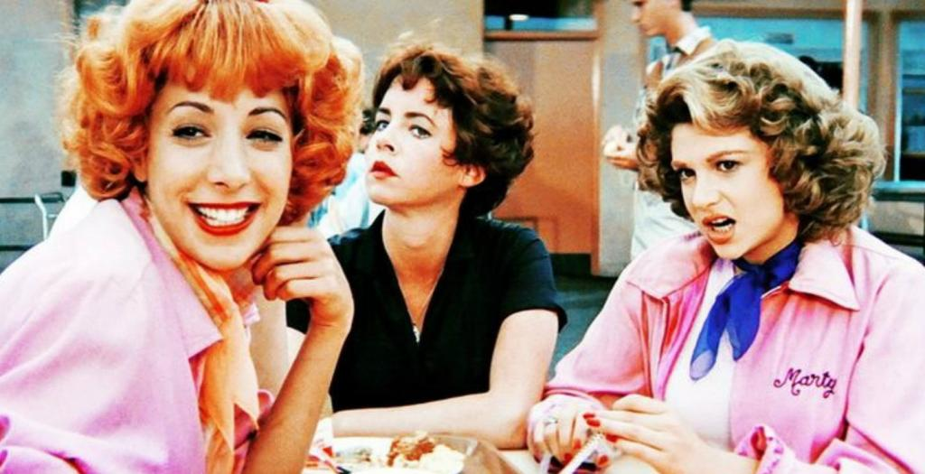 Стеснительные девушки: 10 советов, которые помогут выползти из своей раковины