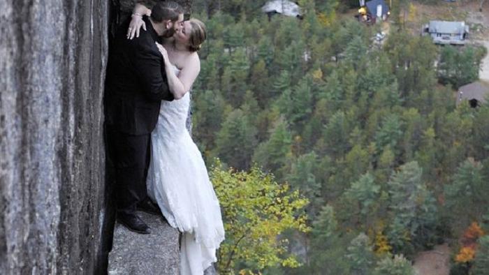 Молодожены, которые запомнят этот день надолго: экстремальная свадебная фотосессия