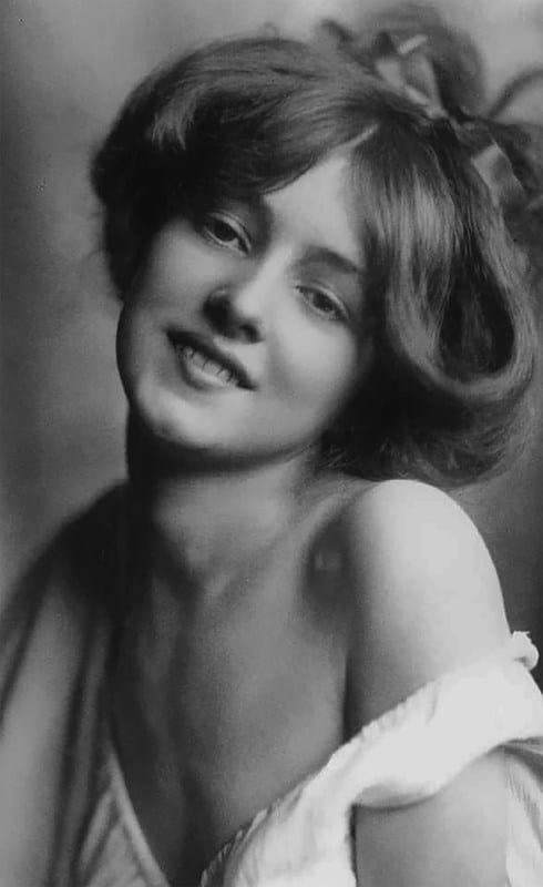 11 самых красивых женщин начала XX века (11 фото)