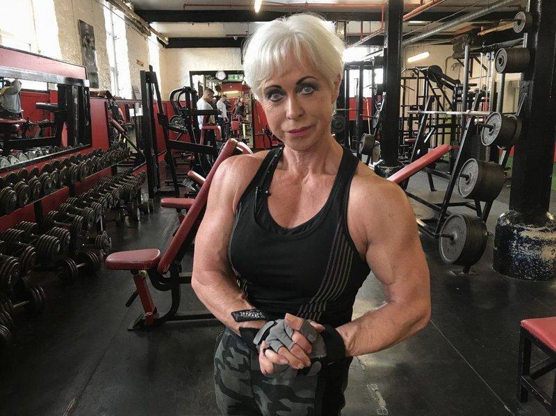 Бабушка со стальными мышцами: физической форме 68-летней женщины позавидует даже Шварценеггер