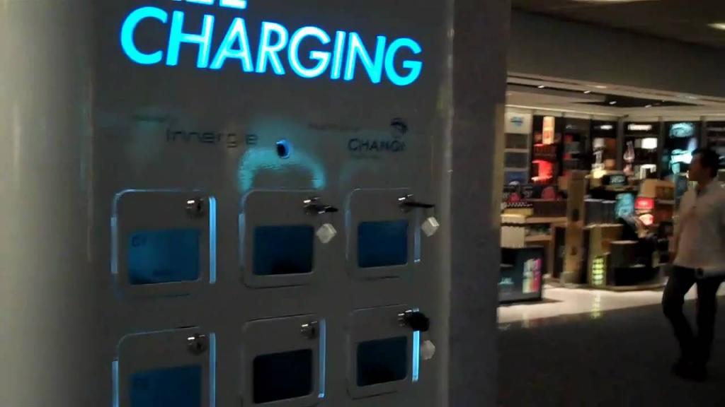 Советы путешественникам: почему не стоит пользоваться зарядными станциями для гаджетов в аэропорту