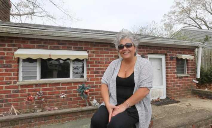 Супруги обнаружили на своем новом участке маленький заброшенный дом, построенный для маленьких членов семьи