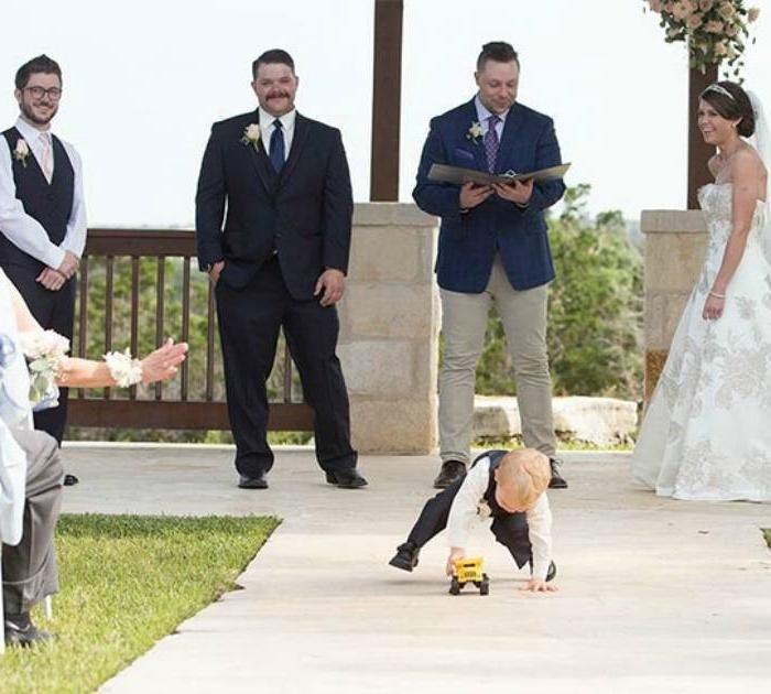 Веселые фотографии маленьких детей на свадьбах