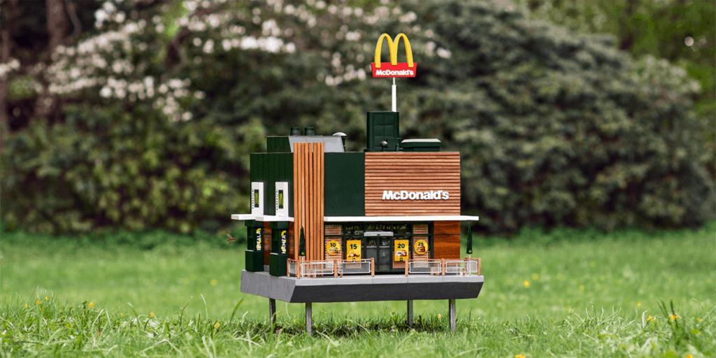 Макдональдс  открыл крошечный ресторанчик для пчел: как он выглядит