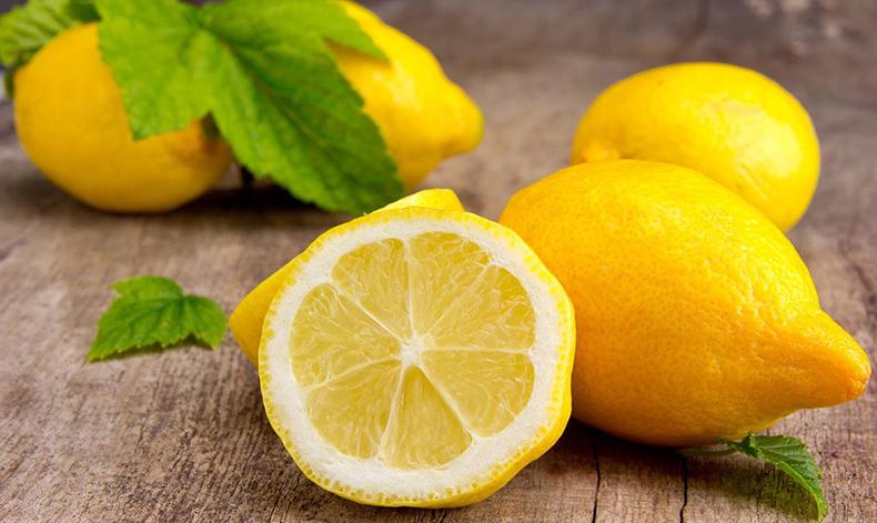 6 поводов для того, чтобы использовать лимонный сок в уходе за кожей