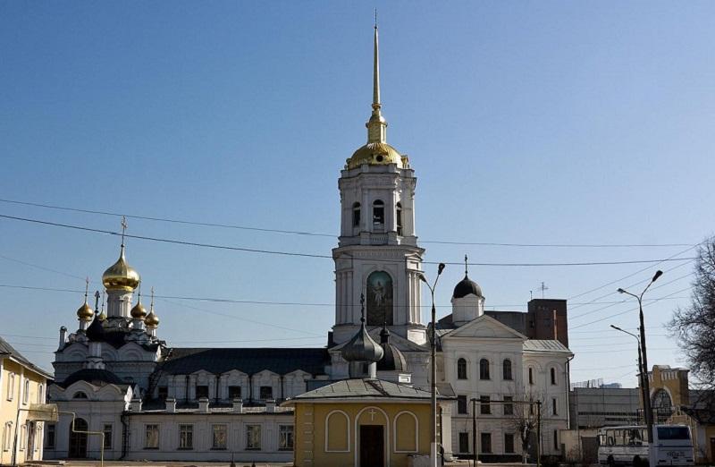 Случай в церкви… — Петровна, глянь, да как же мы его упустили то? Васильевна в ужасе крестилась.
