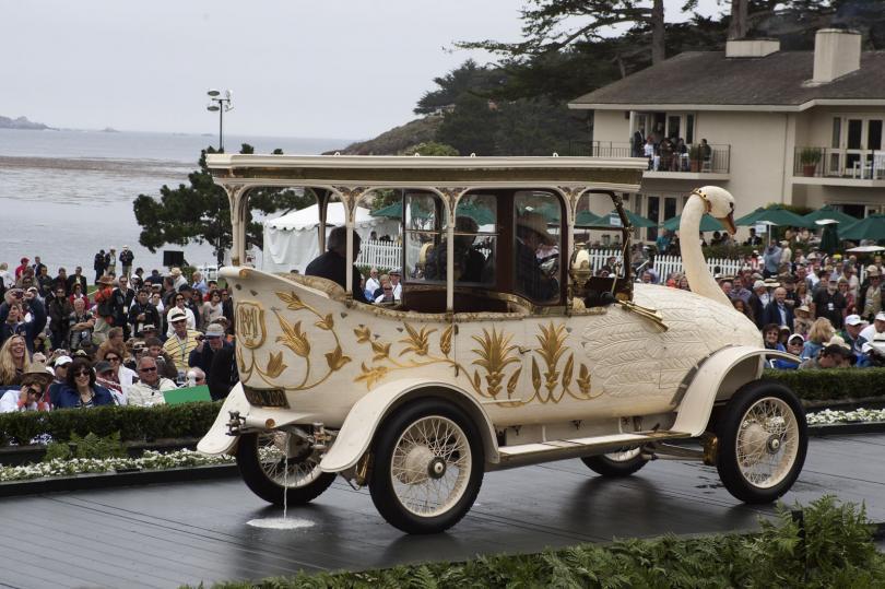 Автомобиль, который вызывал панику. В Индии сделали реконструкцию машины-лебедя, пугавшей людей на улицах 100 лет назад