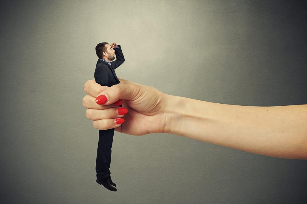 Слово жены - закон: семь признаков подкаблучника
