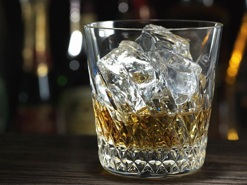 Как настоящий босс: правильный и эффектный способ пить виски
