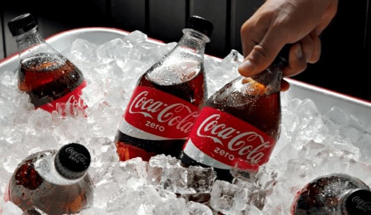 Кока-кола - эффективное средство не только от накипи. Как использовать напиток не по назначению