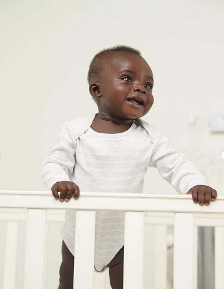 Натуральная красота. 9 месячный малыш показывает, что черный цвет кожи по настоящему красив