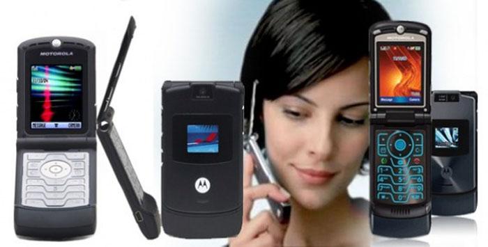 Девочка попросила телефон Motorola RAZR V3 на свой выпускной 2005 года. Подарок получила на свое 30 летие