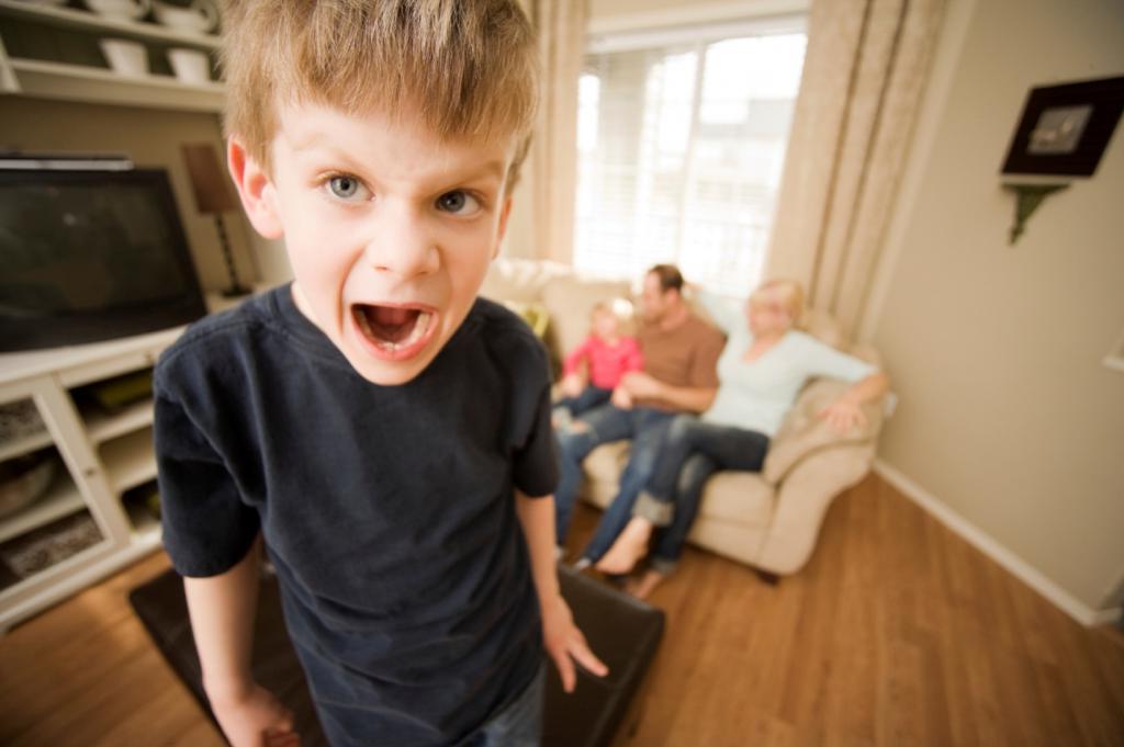 3 ошибки родителей, которые делают детей неуправляемыми