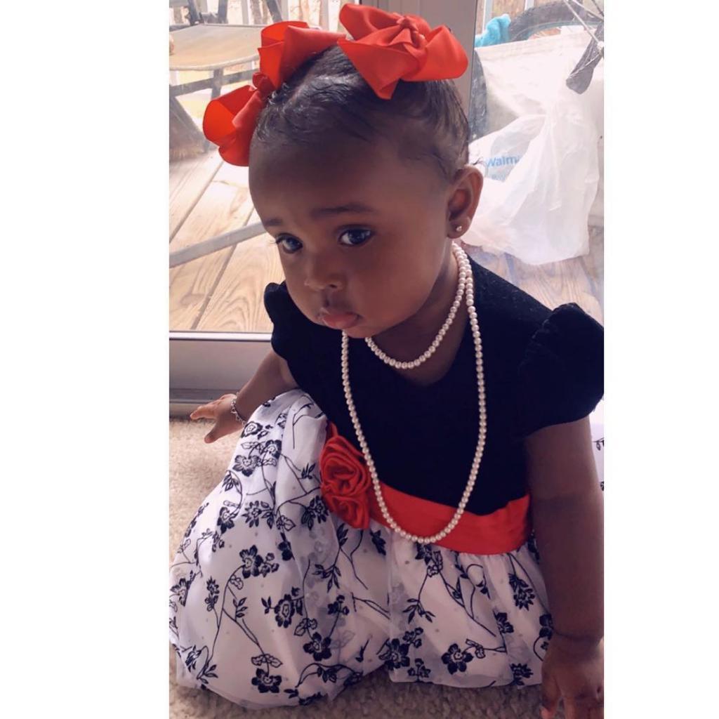Очаровательная девочка уже похитила тысячи сердец в социальных сетях: она похожа на куклу