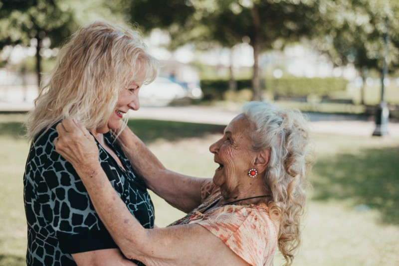 Счастливое воссоединение 90 летней матери и ее 70 летней дочери после долгих лет разлуки