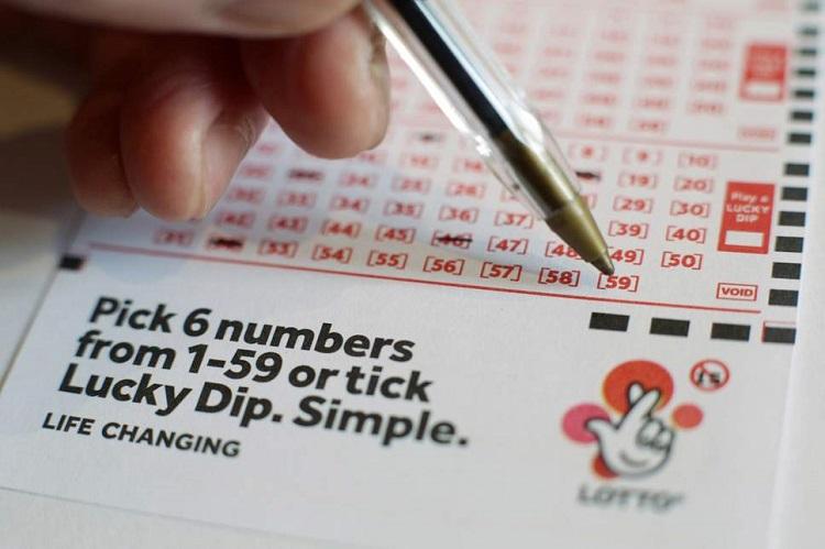 Мужчина поторопился оповестить всех своих знакомых о крупном лотерейном призе. Но через два дня его планы на выигрыш рухнули