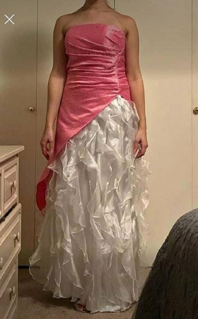 Люди высмеяли свадебное платье невесты за сходство с порванным нарядом Золушки