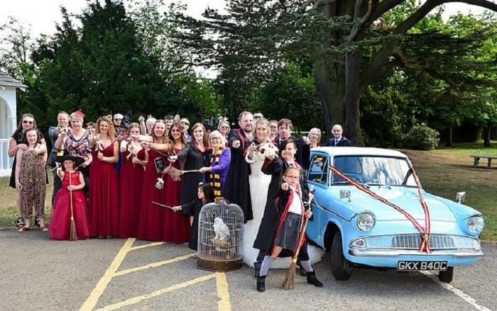 Фанаты «Гарри Поттера» решили пожениться. Их свадьба получилась волшебной
