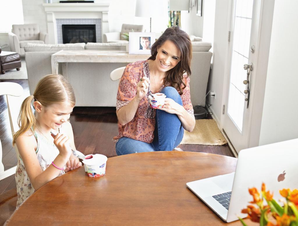 Мама, работающая из дома в летний период, делится тем, как проходят ее будни