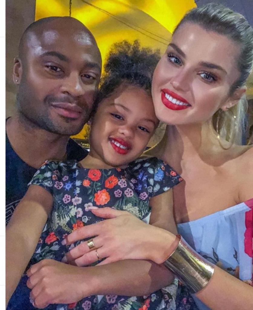 Она русская, он нигериец. Пользователей Сети поразила красота их дочери, когда эта экзотическая пара показала свою 5 летнюю принцессу