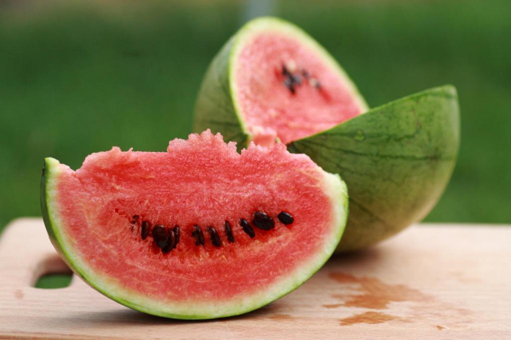 Трещины в арбузе   тревожный знак: почему от такого плода необходимо избавляться