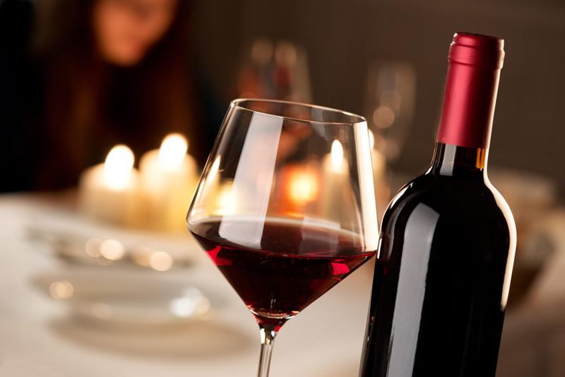 Мы пьем вино неправильно: как наслаждаться напитком в жару