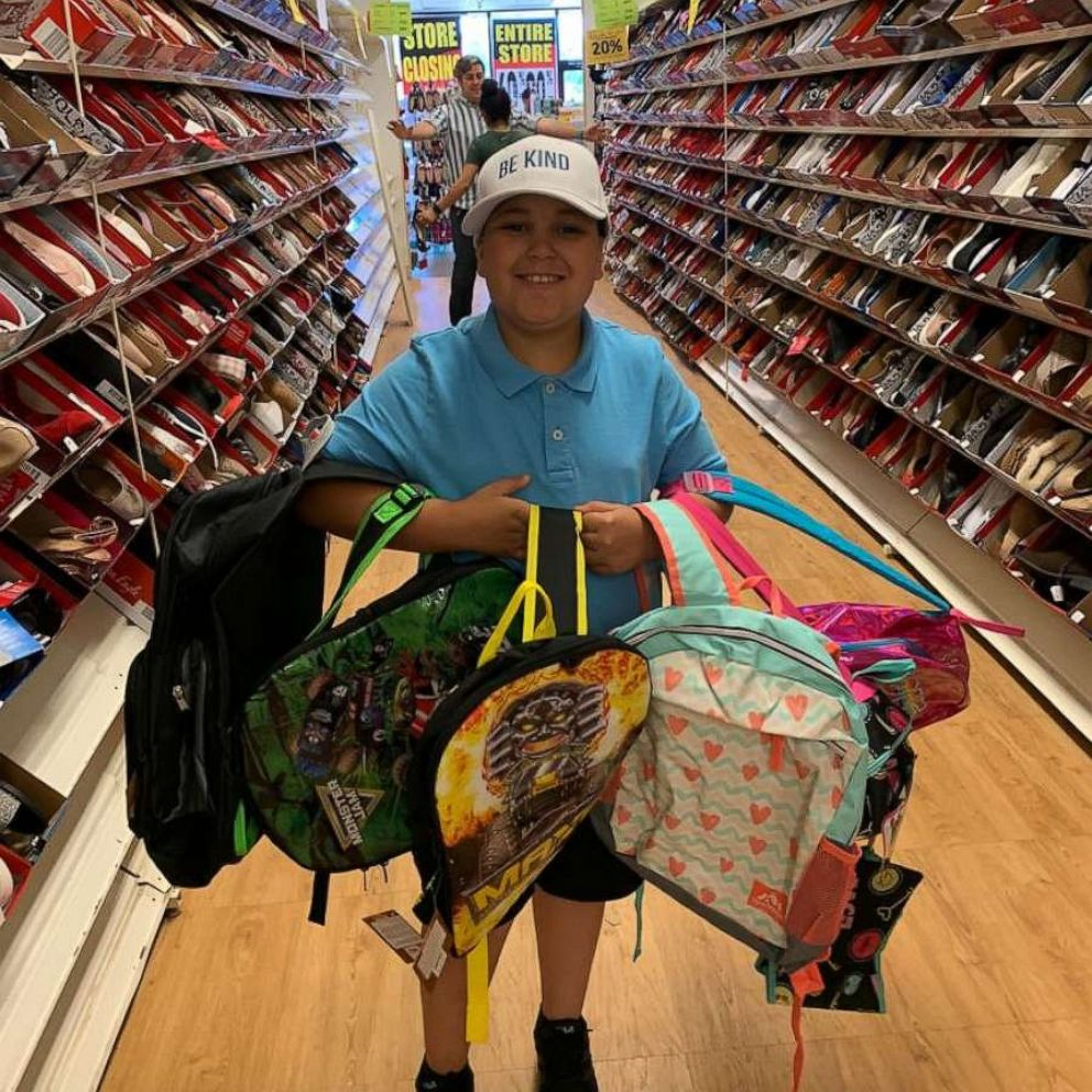 Доброта заложена в генах: 10 летний мальчик из Нью Джерси помогает людям, которым не повезло в жизни