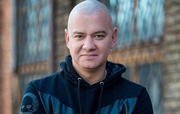 «Лысый» из «Квартала-95» показал, как он выглядел с волосами и рассказал, почему сбрил их