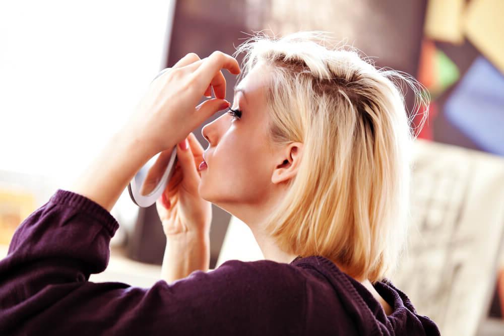 Мода, ты сошла с ума: кудрявые ресницы превращаются в настоящий тренд в соцсетях