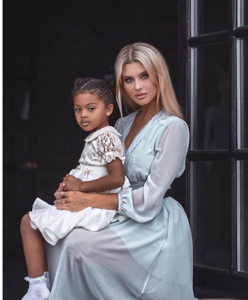 Она русская, он нигериец. Пользователей Сети поразила красота их дочери, когда эта экзотическая пара показала свою 5-летнюю принцессу
