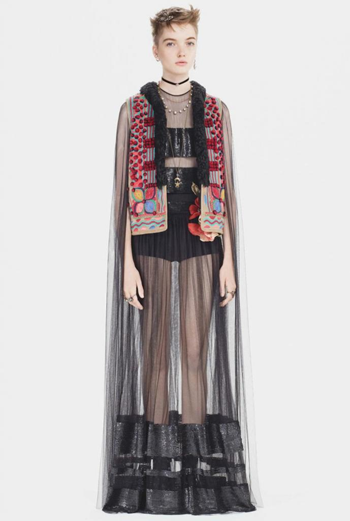 Известный дом моды Диор  украл  румынскую традиционную одежду. Но румыны смогли им отомстить