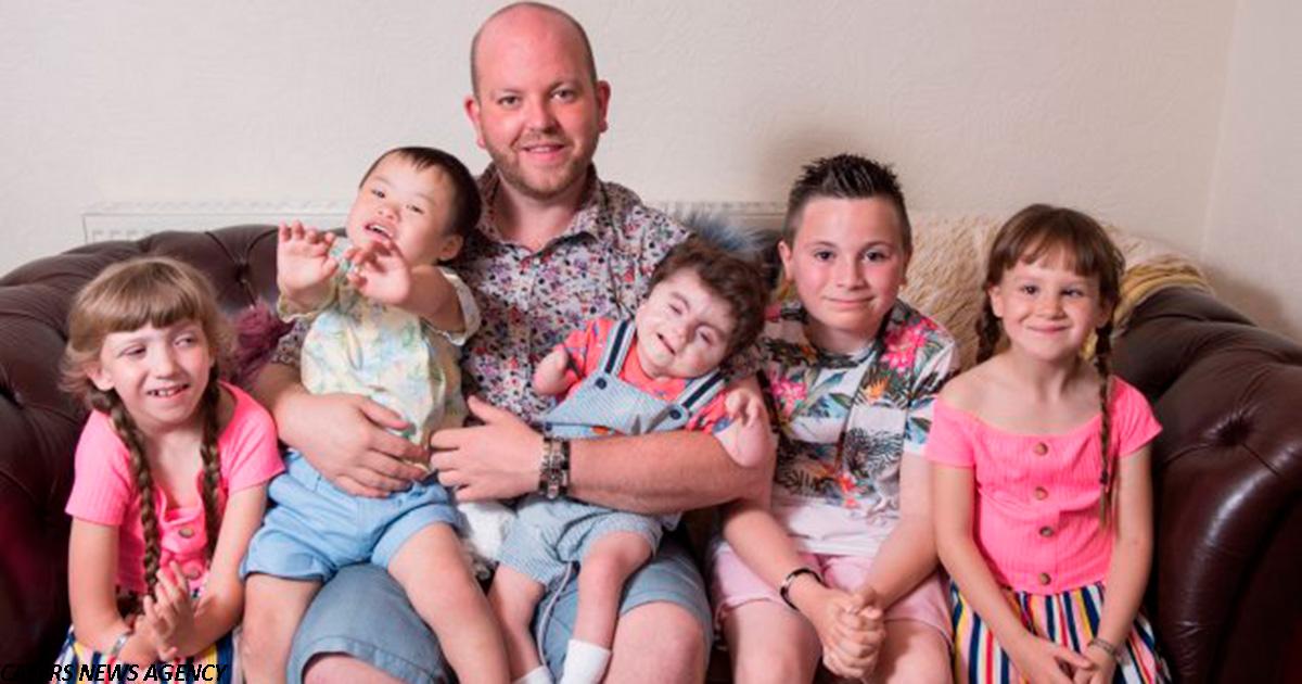 Мужчина усыновил пятого ребенка-инвалида, и воспитывает всех детей сам