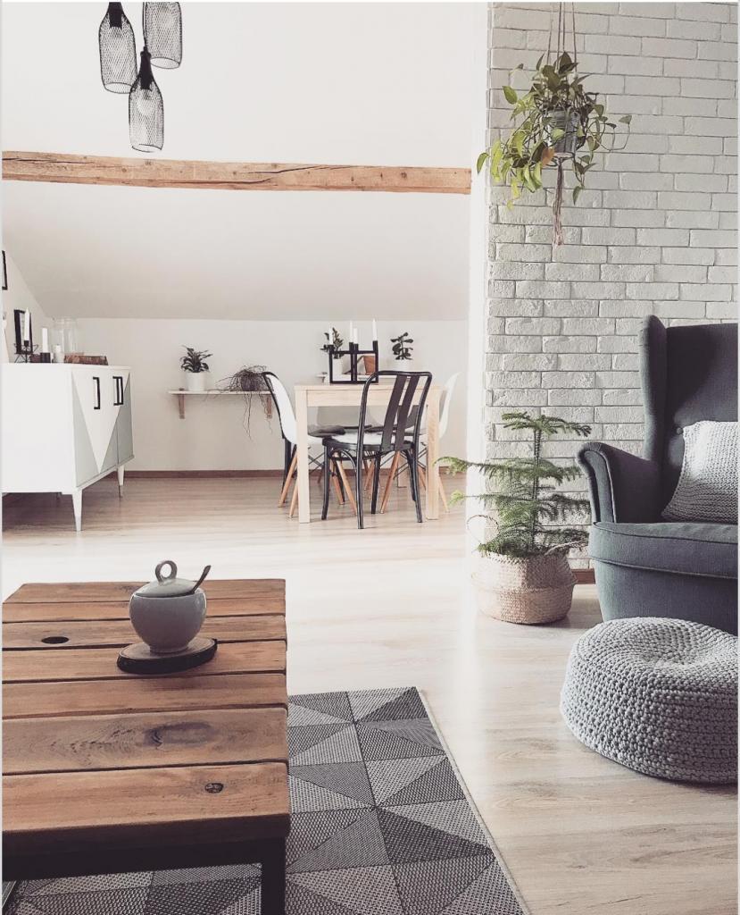 Книги, живые цветы, свечи: бюджетные способы сделать дом гораздо уютнее