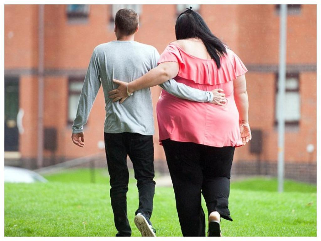 Одна из самых необычных пар в мире: как живет семья, в которой жена весит на 100 кг больше мужа