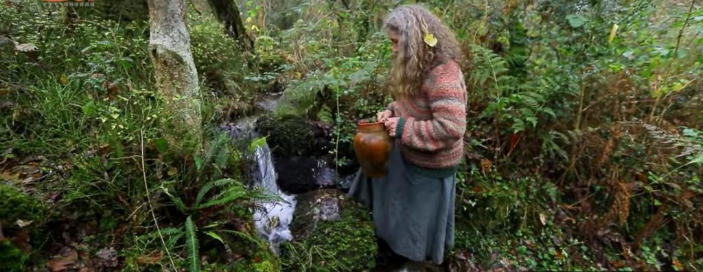Вот уже 18 лет женщина живет в лесу в полном одиночестве, покинув цивилизацию, и она вполне счастлива