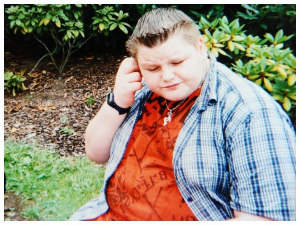 15 летний мальчик был одним из самых толстых в школе. Ему надоели злые шутки одноклассников, и он решил похудеть