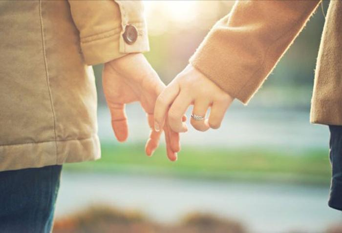 У нее скучный брак, у него подружка: стоит ли заводить безумный роман с коллегой по работе