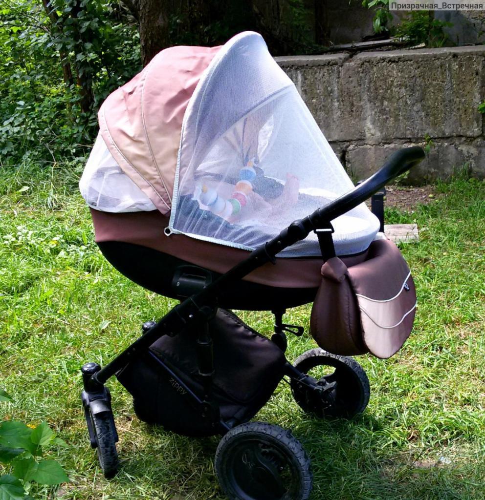 Мамам на заметку: ученые установили, что накрывать коляску пеленкой в жару вредно и опасно